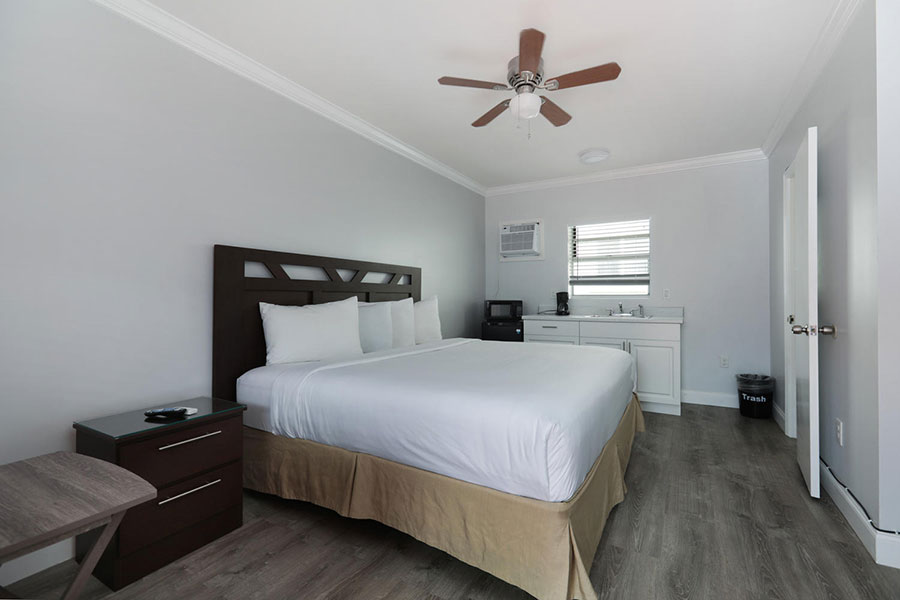 guest room with one bed and kitchenette at Hollywood Beach Hotels